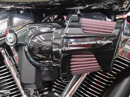 Installing the Screamin' Eagle Milwaukee-Eight Heavy Breather